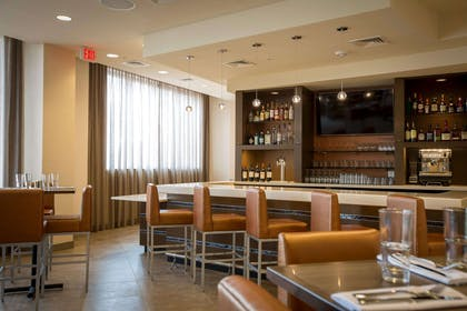 Cocktail lounge | Cambria Hotel Rockville