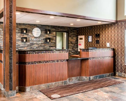 Front desk | Comfort Inn & Suites and Conference Center