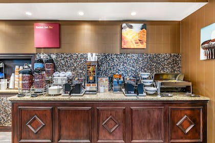 Breakfast counter | Comfort Suites Southgate
