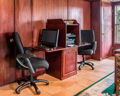 Business center with high-speed Internet access | Clarion Hotel Beachfront