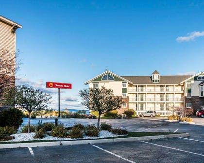 Lakefront hotel | Clarion Hotel Beachfront