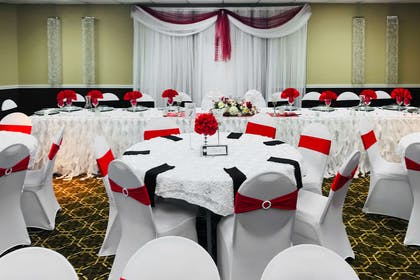 Large space for receptions, parties, anniversaries, and business | Quality Inn