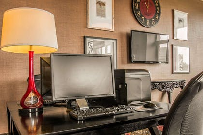 Business center with free wireless Internet access | Shoreline Inn & Conference Center an Ascend Collection Hotel