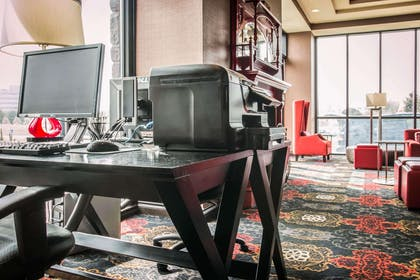 Business center with high-speed Internet access | Shoreline Inn & Conference Center an Ascend Collection Hotel