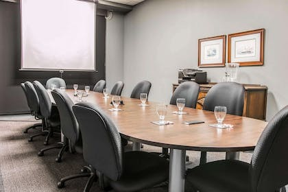 Boardroom | Shoreline Inn & Conference Center an Ascend Collection Hotel
