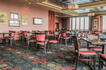 Breakfast room | Shoreline Inn & Conference Center an Ascend Collection Hotel