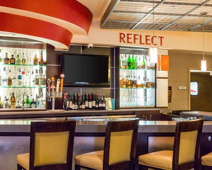 Restaurant and cocktail lounge | Cambria Hotel Traverse City