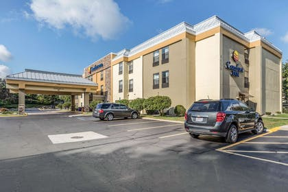 Hotel exterior | Comfort Inn Wings Stadium