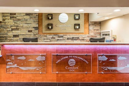 Hotel lobby | Comfort Inn Wings Stadium