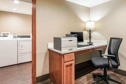 Business center | Comfort Inn Wings Stadium