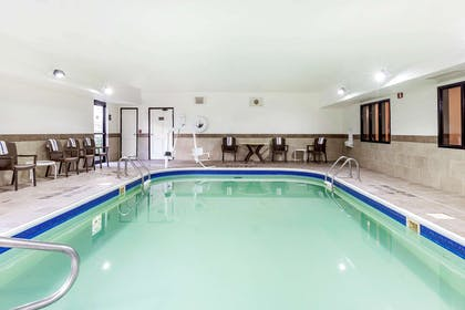Indoor pool | Comfort Inn Wings Stadium
