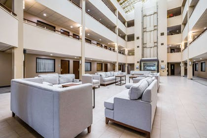 Hotel lobby | Quality Suites Lansing