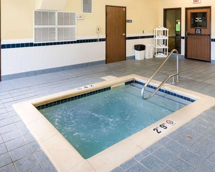 Relax in the hot tub | Quality Inn