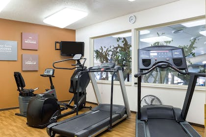 Fitness center with television | Comfort Suites Rapid River Lodge