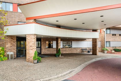 Hotel entrance | Quality Inn & Suites Mall of America - MSP Airport