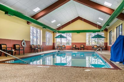 Indoor pool | Quality Inn & Suites Mall of America - MSP Airport