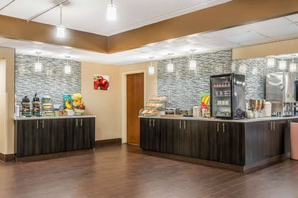 Breakfast area | Quality Inn & Suites Mall of America - MSP Airport