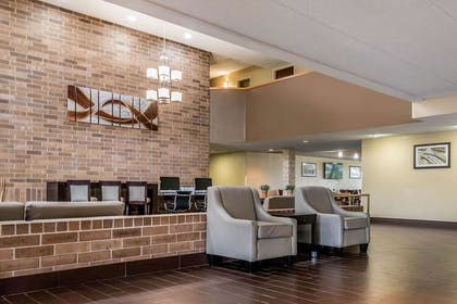 Lobby | Quality Inn & Suites Mall of America - MSP Airport