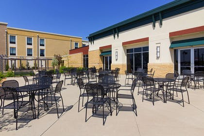 Hotel Patio | Comfort Suites and Conference Center