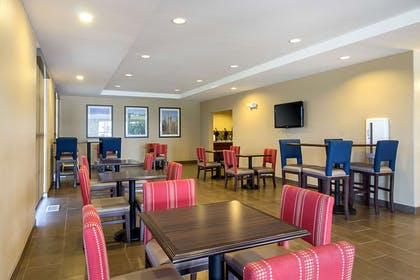 Breakfast area | Comfort Suites and Conference Center