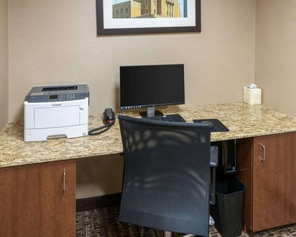 Business center | Comfort Inn & Suites West - Medical Center