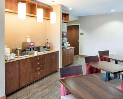Free breakfast with waffles | Comfort Inn & Suites West - Medical Center