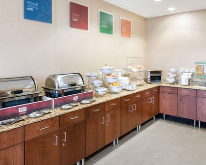 Free hot breakfast | Comfort Inn & Suites West - Medical Center