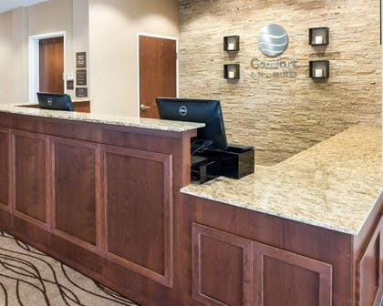 Front desk | Comfort Inn & Suites West - Medical Center