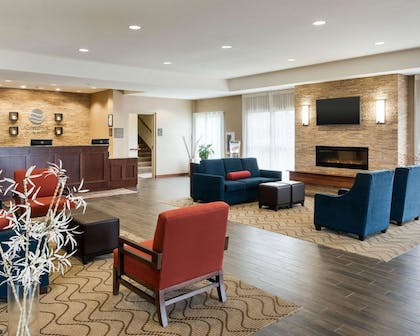 Spacious lobby with sitting area | Comfort Inn & Suites West - Medical Center