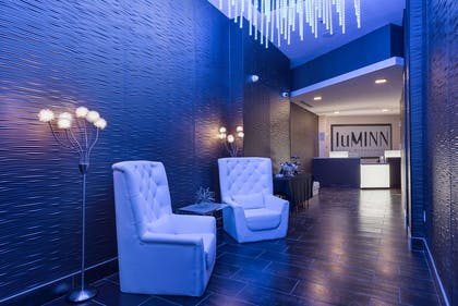 Lobby with sitting area | luMINN Hotel Minneapolis, An Ascend Hotel Collection Member