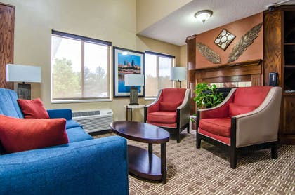 Spacious lobby with sitting area   Quality Suites St. Joseph