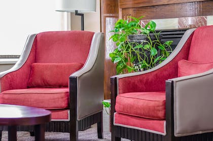 Lobby with sitting area   Quality Suites St. Joseph
