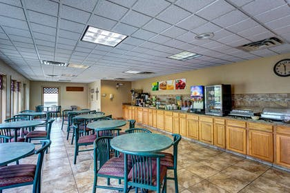 Breakfast area | Quality Inn West