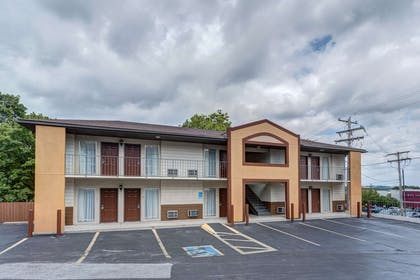 Hotel exterior | Quality Inn West