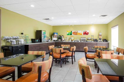 Breakfast area | Quality Inn & Suites Arnold - St Louis