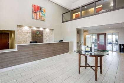 Hotel lobby | Quality Inn & Suites Arnold - St Louis