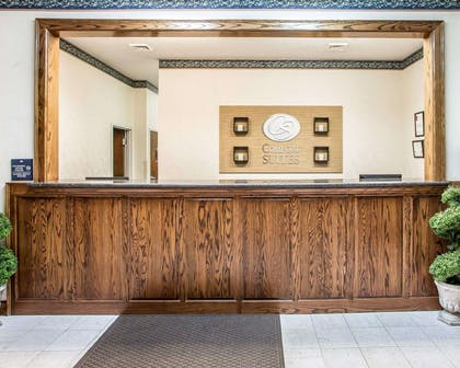 Front desk with friendly staff | Comfort Suites Jefferson City