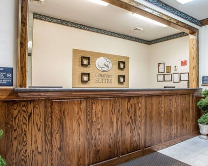 Front desk | Comfort Suites Jefferson City