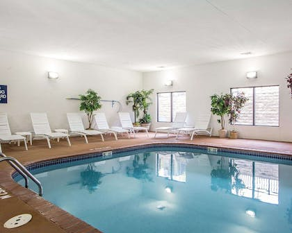 Indoor pool | Comfort Suites Jefferson City