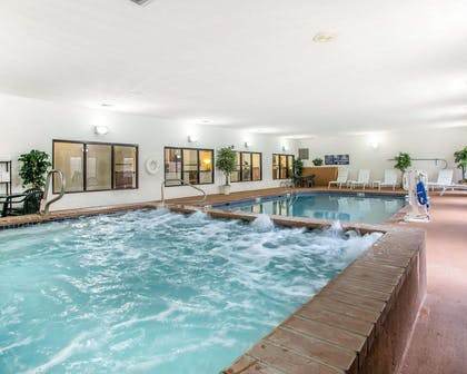 Indoor pool with hot tub | Comfort Suites Jefferson City