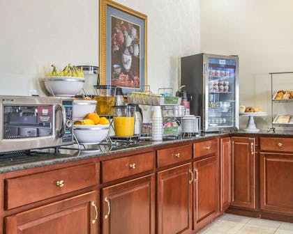 Breakfast counter | Comfort Suites Jefferson City