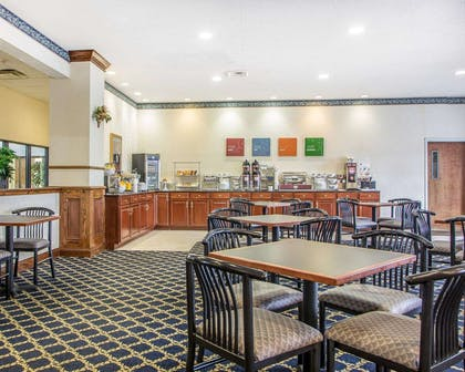 Breakfast room | Comfort Suites Jefferson City