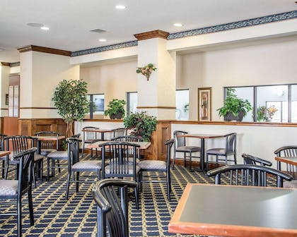 Enjoy breakfast in this spacious area | Comfort Suites Jefferson City