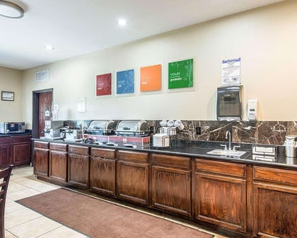 Free hot breakfast | Comfort Inn & Suites Kansas City Downtown