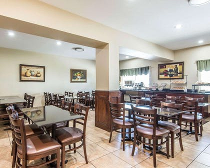Enjoy breakfast in this seating area | Comfort Inn & Suites Kansas City Downtown