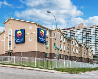 Hotel exterior | Comfort Inn & Suites Kansas City Downtown