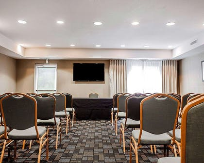 Meeting room with theater-style setup | Comfort Suites Independence - Kansas City