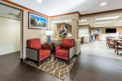 Lobby with sitting area | Comfort Inn Festus-St Louis South