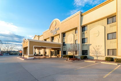 Hotel exterior | Comfort Inn Festus-St Louis South