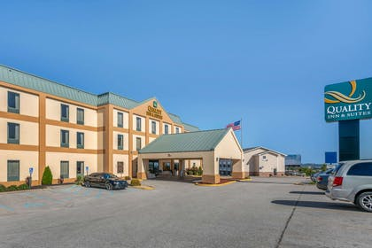Hotel exterior | Quality Inn & Suites Jefferson City